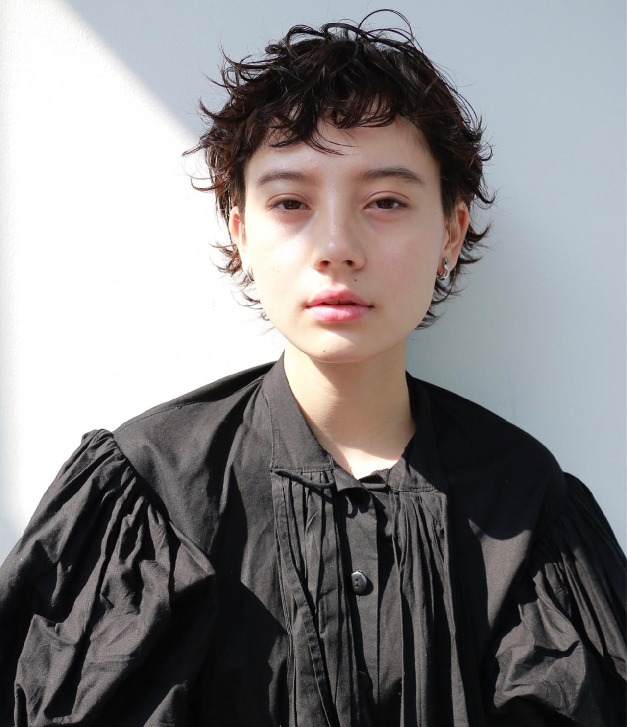 ショート パーマ ウルフカット ナチュラル ヘアスタイルや髪型の写真・画像