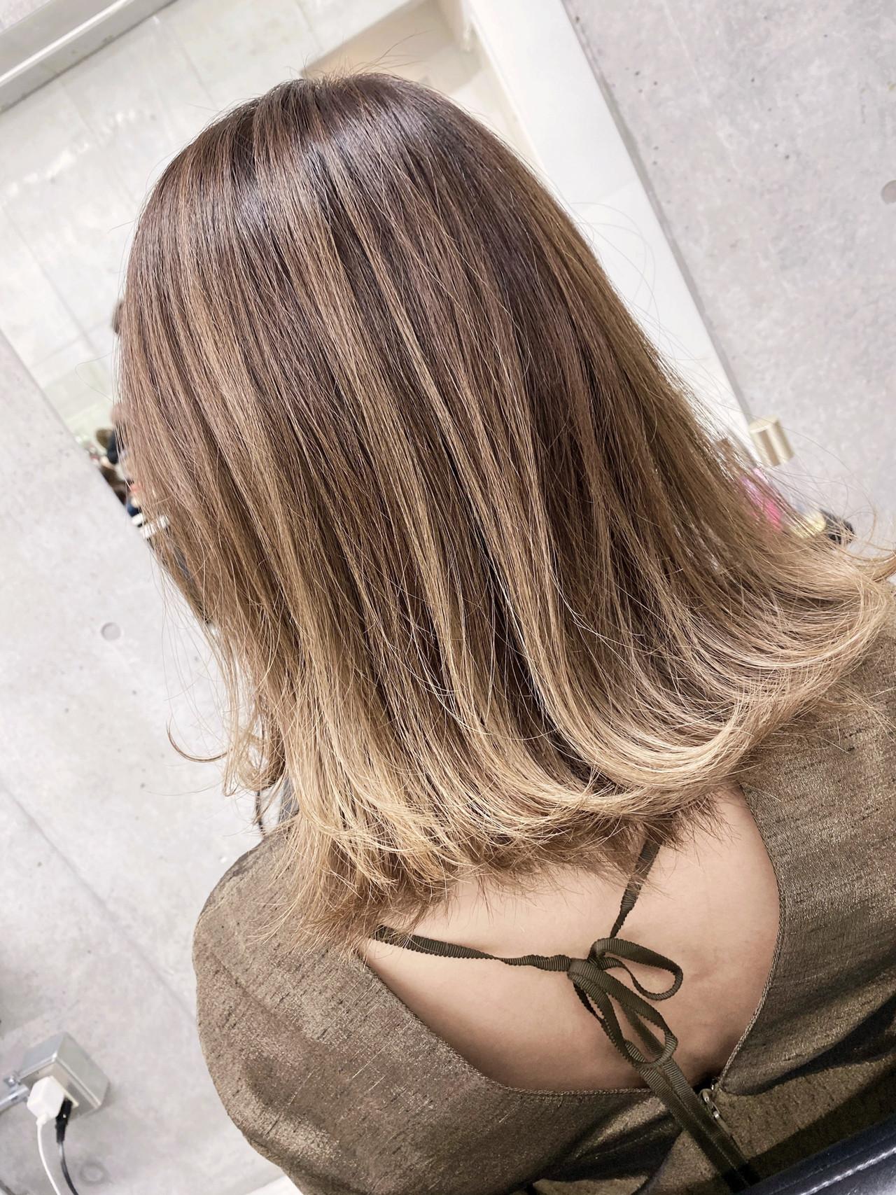 ハイライト ナチュラル エアータッチ ミディアム ヘアスタイルや髪型の写真・画像 | 東城 John / バレイヤージュ/ エアタッチ / ALIVE 表参道