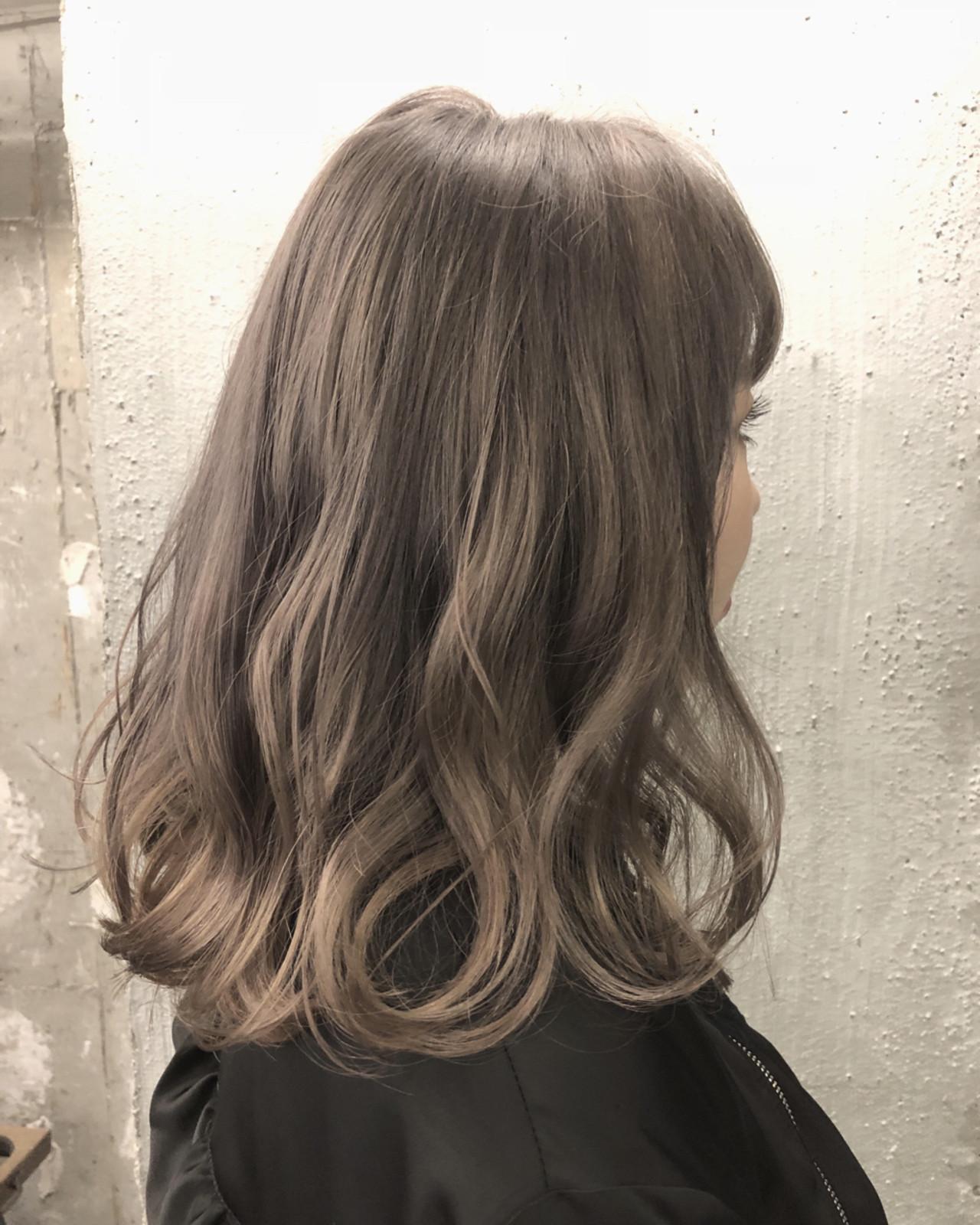 アッシュ ミルクティーベージュ グレージュ セミロング ヘアスタイルや髪型の写真・画像 | TAKE / AUBE hair KAI