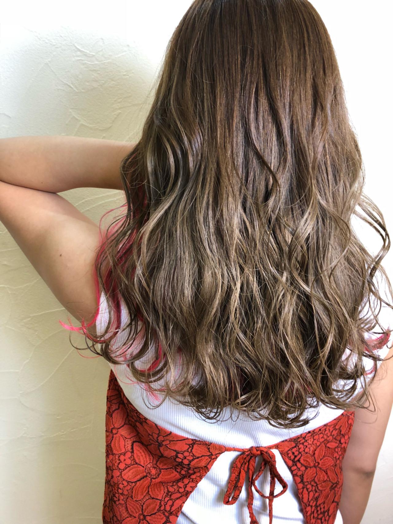 ウェーブ ピンク 上品 グレージュ ヘアスタイルや髪型の写真・画像