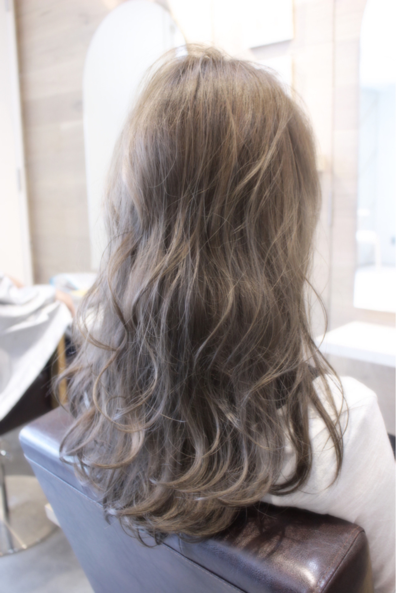 ナチュラル くせ毛風 ゆるふわ アッシュ ヘアスタイルや髪型の写真・画像