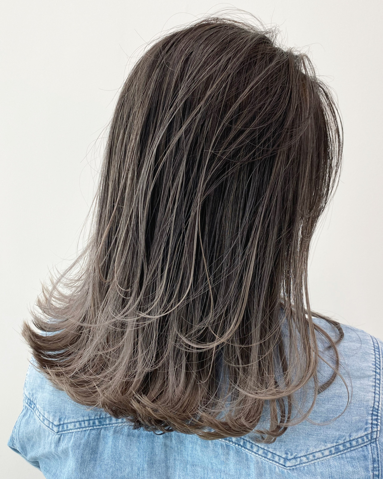 バレイヤージュ ミルクティーベージュ ハイライト セミロング ヘアスタイルや髪型の写真・画像 | 白土 諒 ALIVE kichijoji 店長 / ALIVE kichijoji
