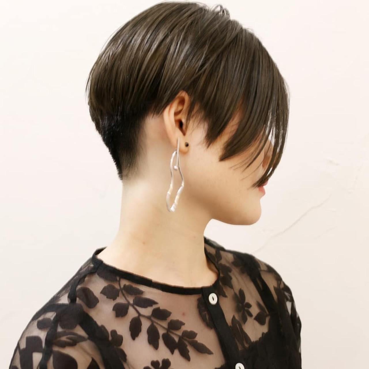 アッシュグレー かっこいい ショートボブ モード ヘアスタイルや髪型の写真・画像