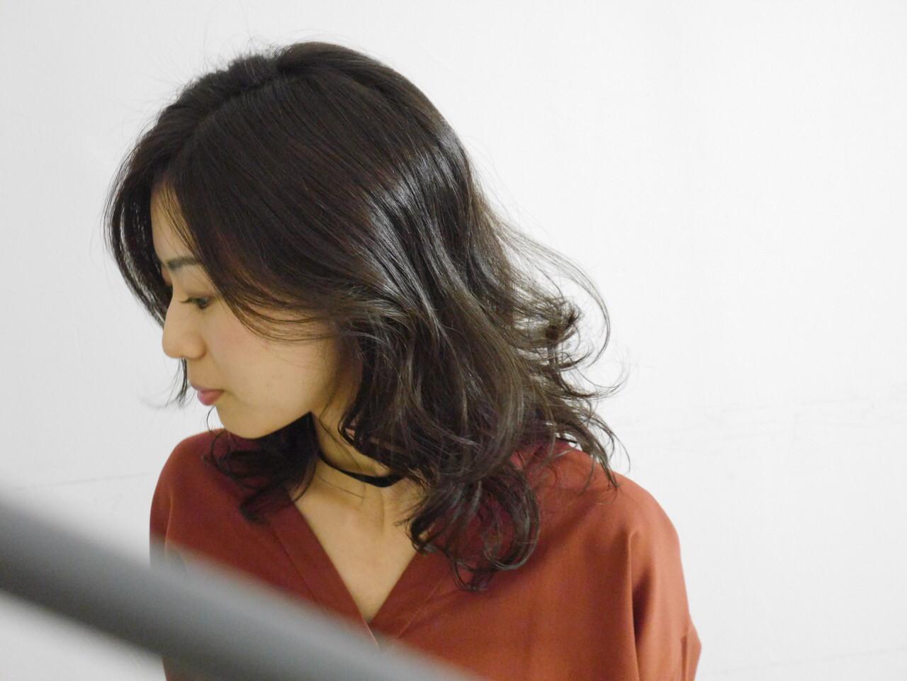 大人女子 ミディアム 内巻き ナチュラル ヘアスタイルや髪型の写真・画像