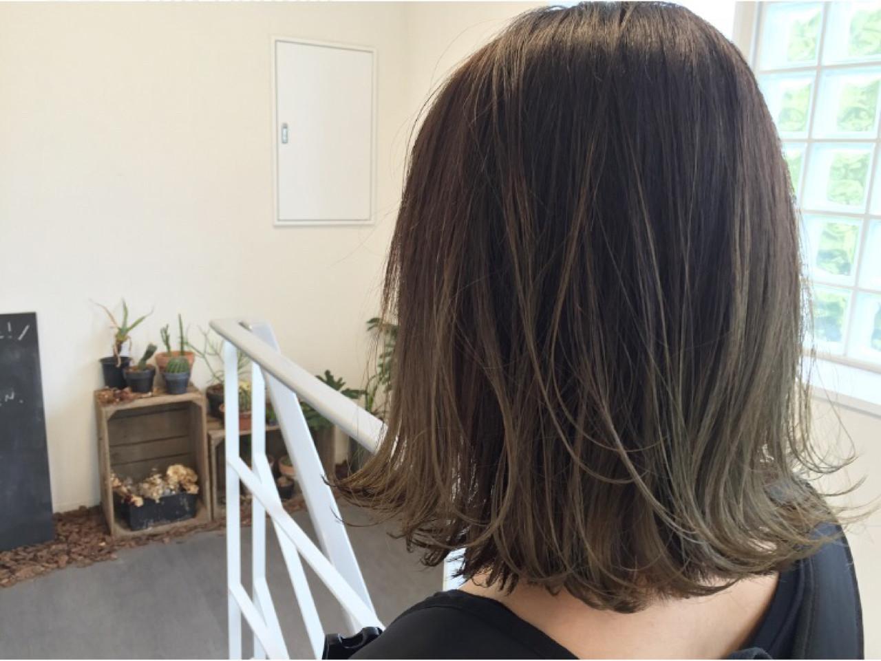 暗髪 グラデーションカラー 外ハネ 外国人風カラー ヘアスタイルや髪型の写真・画像 | 三木 康平 / the BRIDGE hairsalon