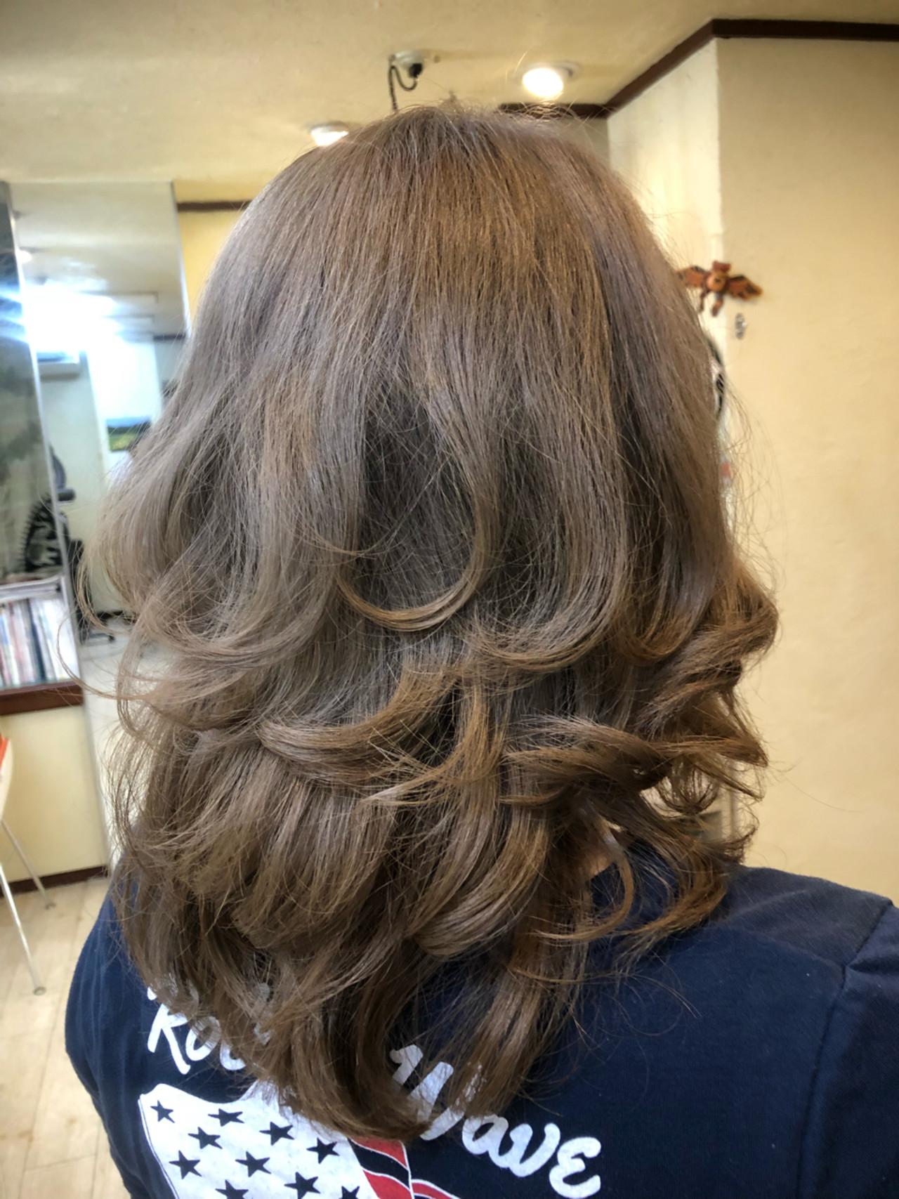 ストリート グレージュ セミロング アッシュ ヘアスタイルや髪型の写真・画像