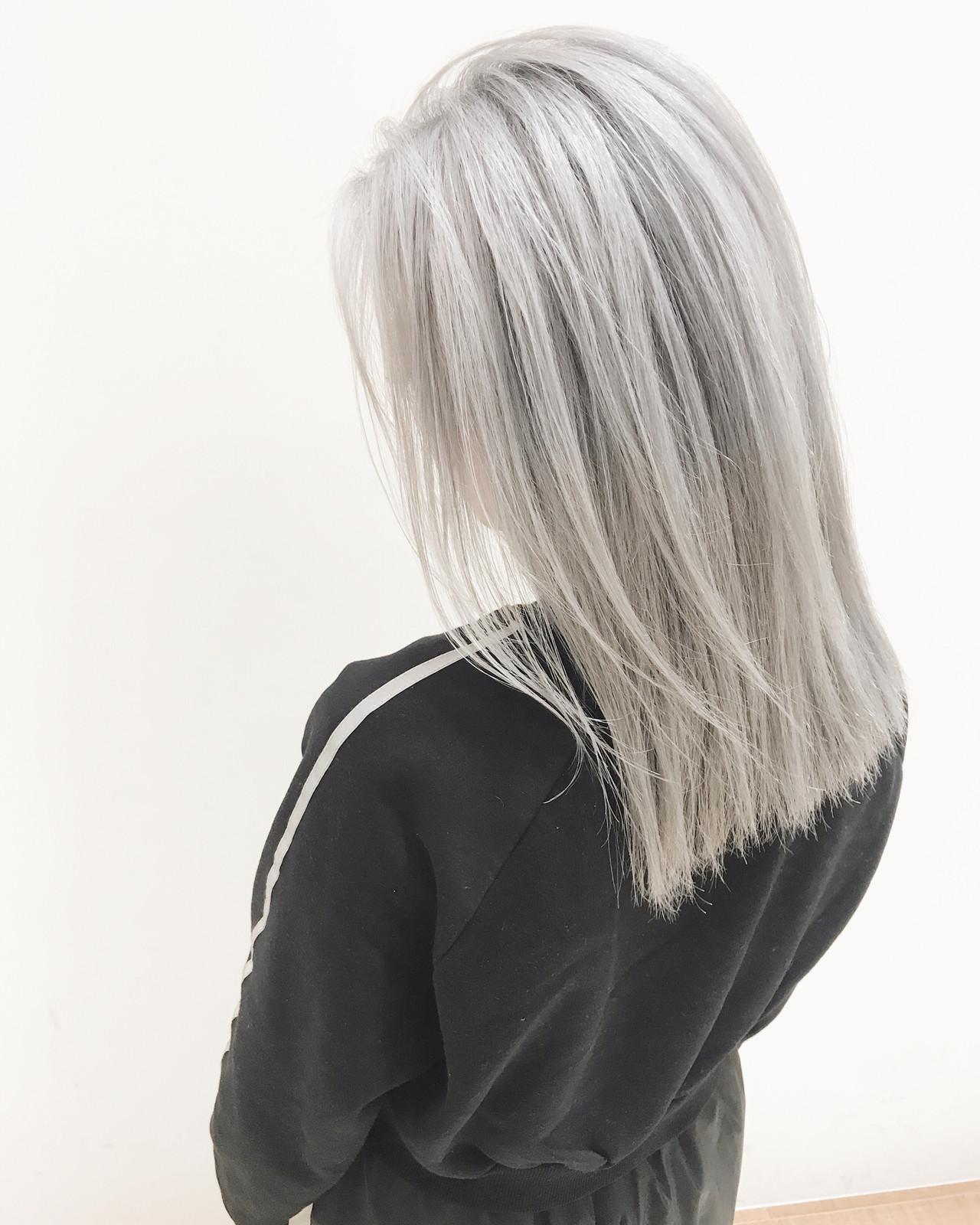 デート 簡単ヘアアレンジ ホワイトブリーチ ホワイトシルバー ヘアスタイルや髪型の写真・画像