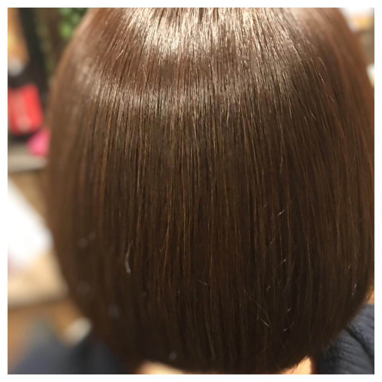 ヘアカラーはナチュラルテイストですが、アッシュベージュをホワイトで少しまろやかに! 髪質に合わせてoggiottoヘアケアを施し艶つやサラサラに! まとまりのあるボブスタイルも柔らか質感に!  上品なヘアカラーやってみませんか?