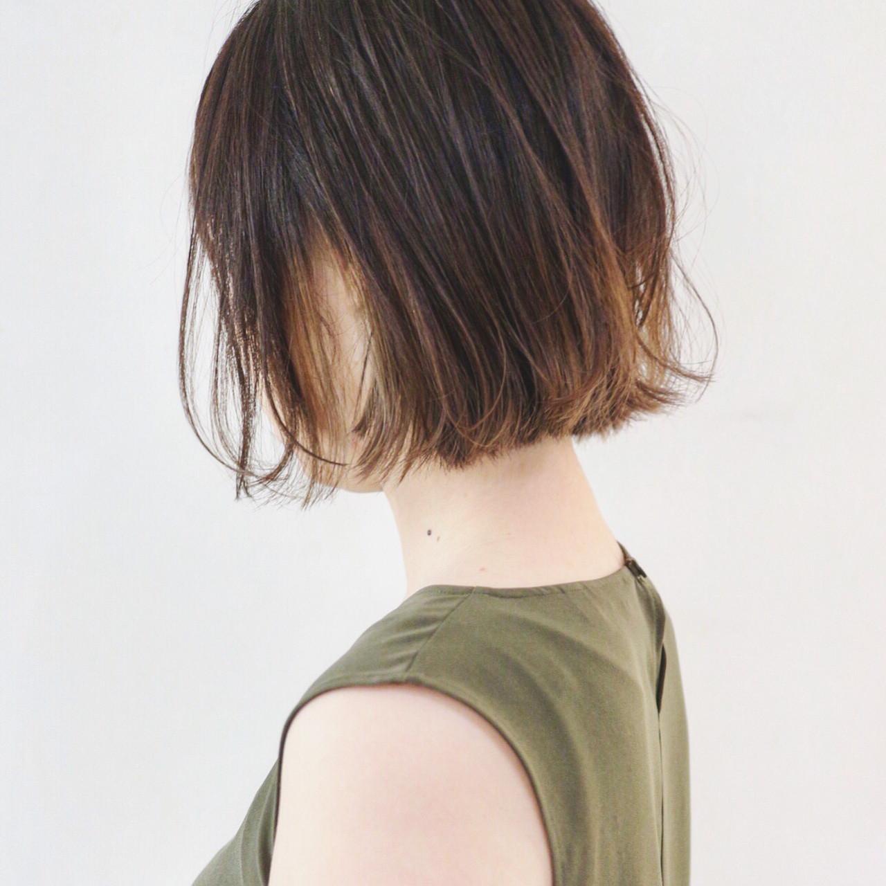 グレージュ インナーカラー 外ハネボブ バレイヤージュ ヘアスタイルや髪型の写真・画像