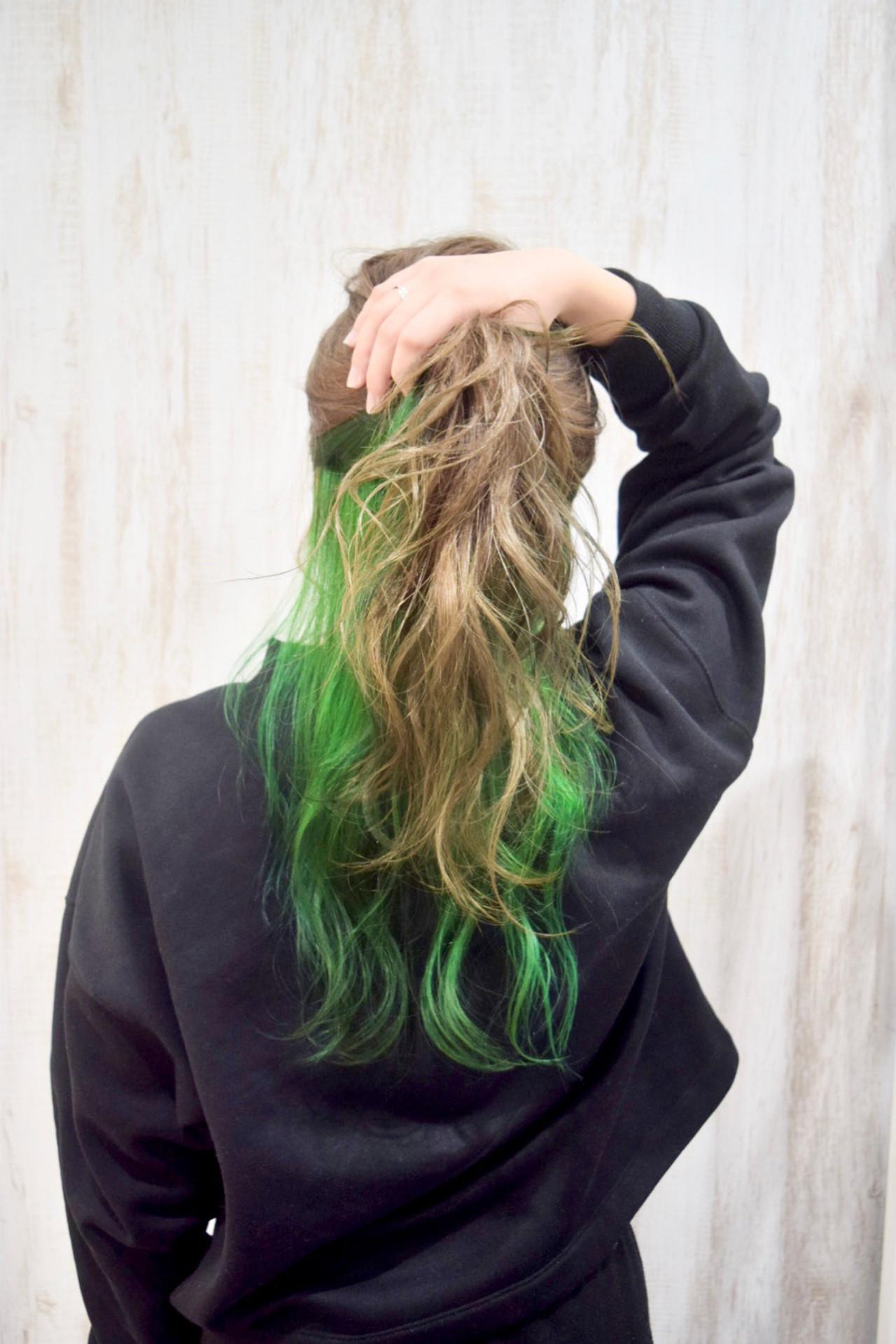 ストリート セミロング 緑 グリーン ヘアスタイルや髪型の写真・画像