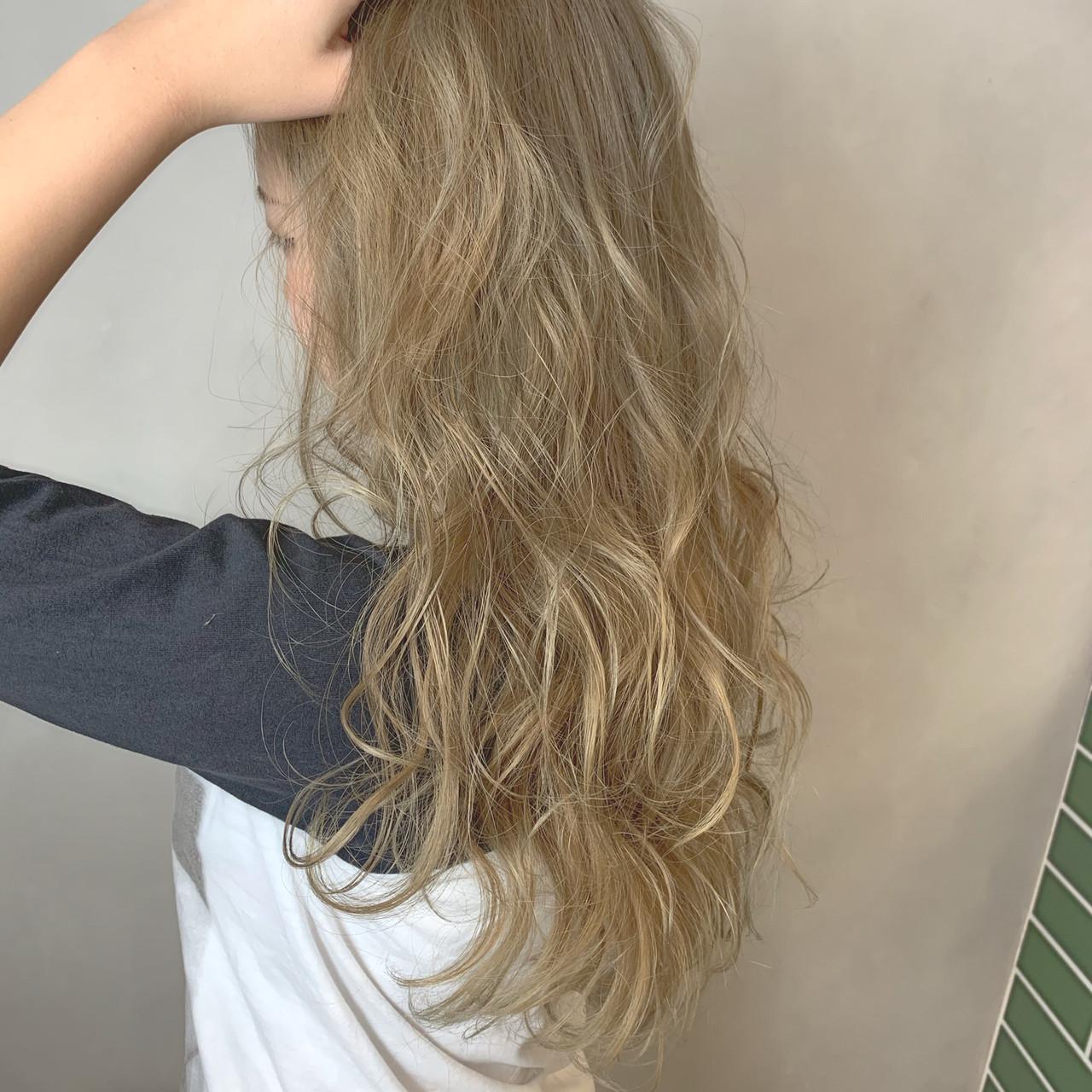 グレージュ デート ナチュラル ミルクグレージュ ヘアスタイルや髪型の写真・画像 | 松田千穂 / old✂︎