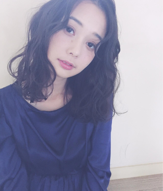 外国人風 大人女子 ミディアム ウェーブ ヘアスタイルや髪型の写真・画像 | Mirai / enntaku