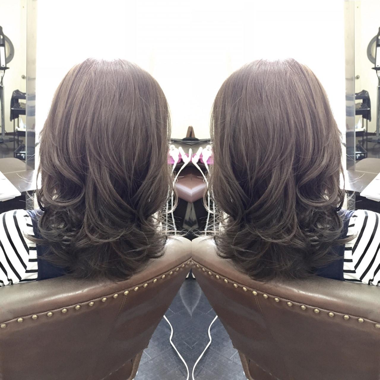 外国人風 グレージュ ミディアム アッシュ ヘアスタイルや髪型の写真・画像