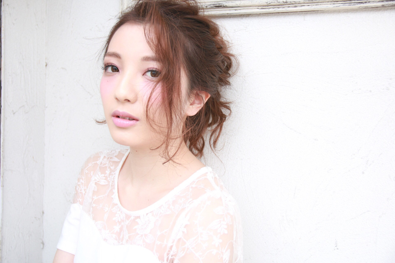 お団子 小顔 上品 夏 ヘアスタイルや髪型の写真・画像