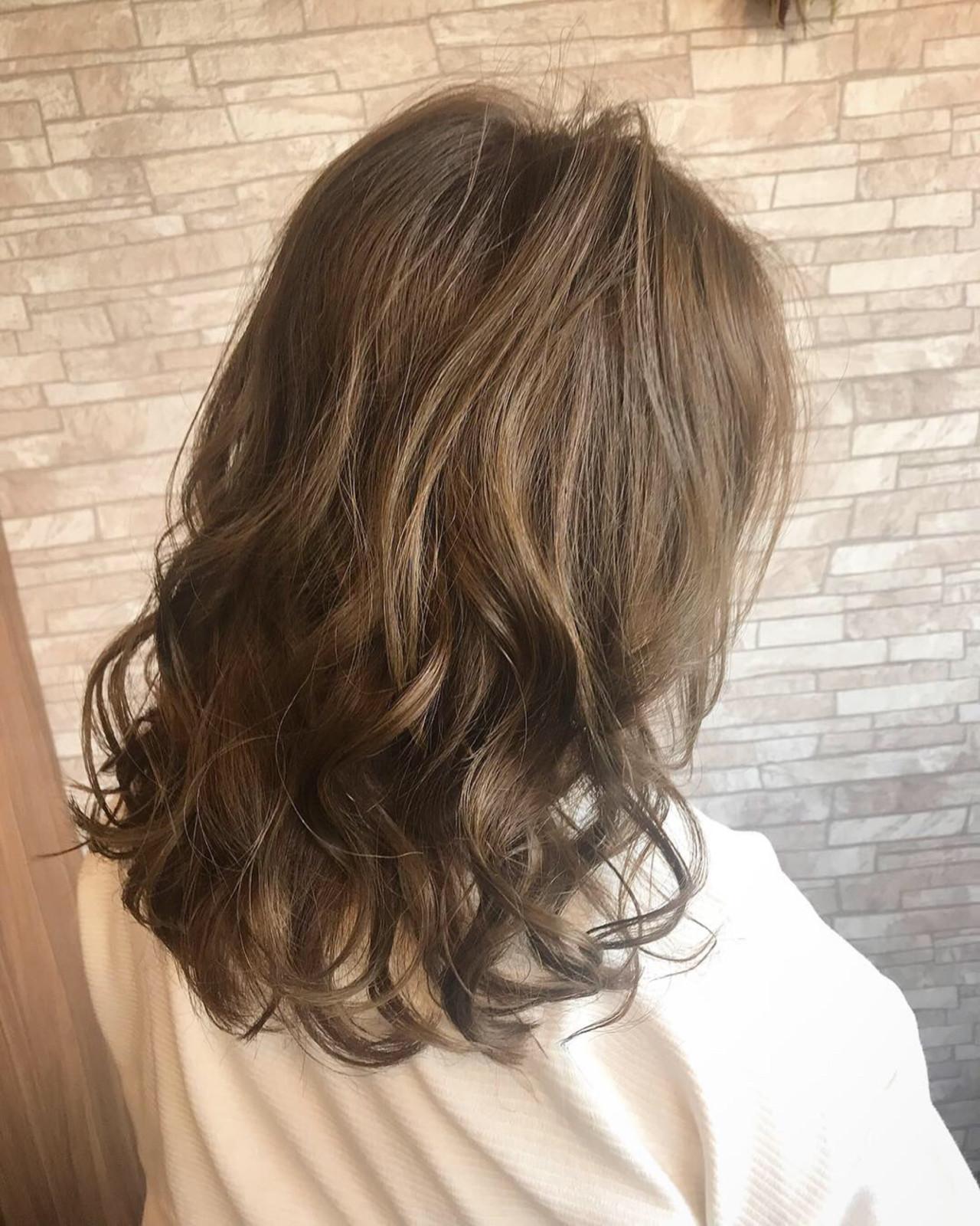 セミロング ウェーブ ゆるふわ 外国人風 ヘアスタイルや髪型の写真・画像 | Rina / HairxCafe KUMA