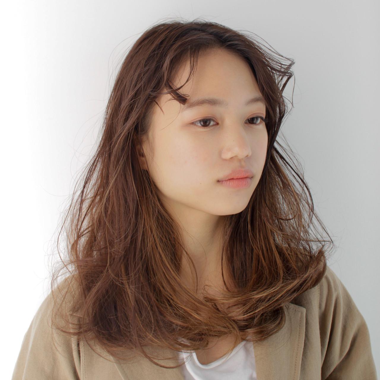 セミロング デート 前髪パーマ パーマ ヘアスタイルや髪型の写真・画像