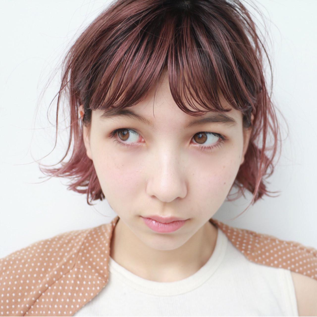 オン眉 外ハネ 前髪あり ピンク ヘアスタイルや髪型の写真・画像