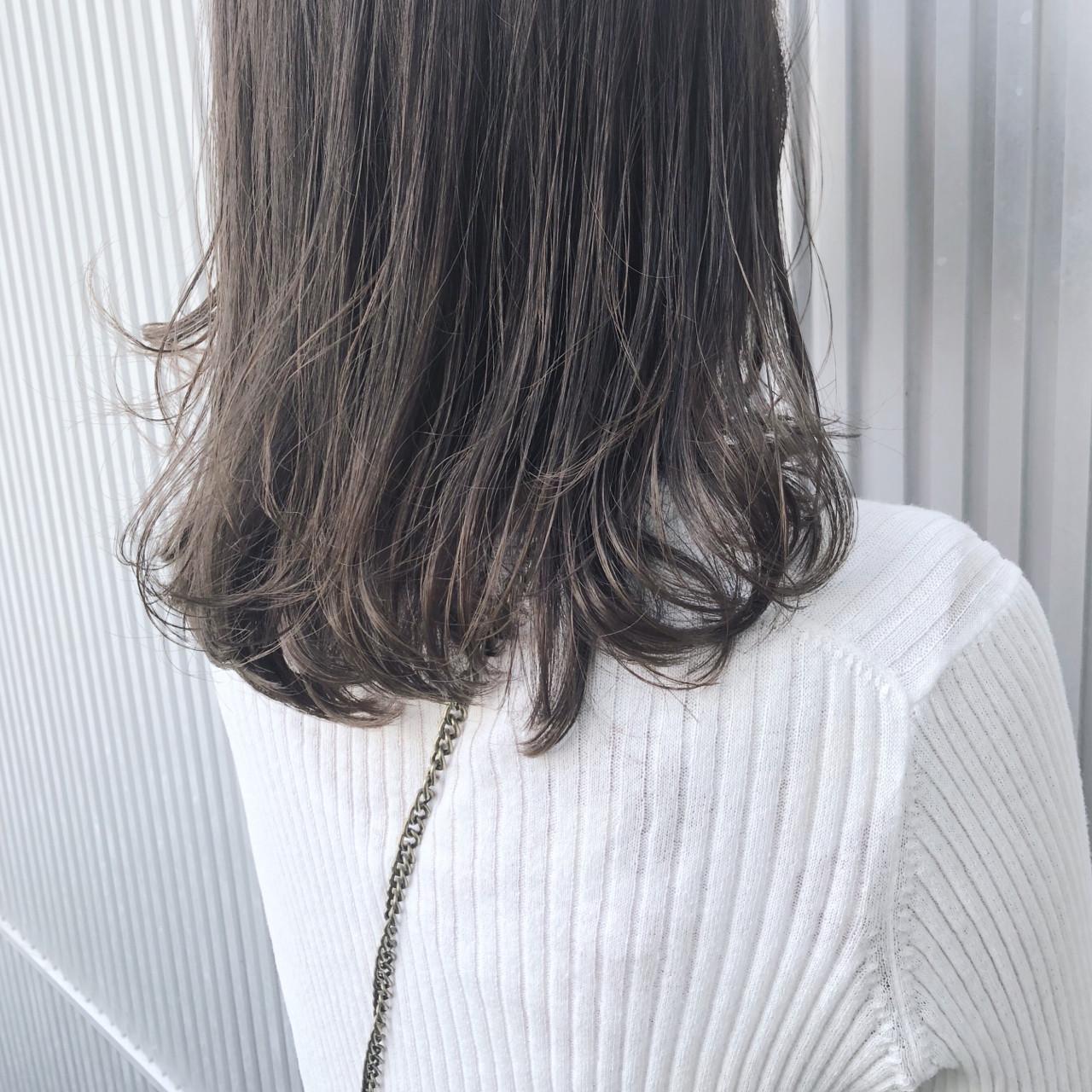 グレージュ エフォートレス 透明感 フェミニン ヘアスタイルや髪型の写真・画像