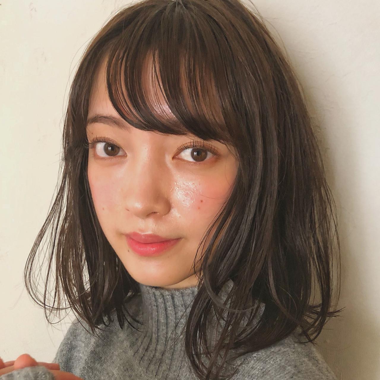 秋 女子力 ナチュラル エフォートレス ヘアスタイルや髪型の写真・画像 | [新宿]内田航 柔らかストレートとミディアムボブ / joemi by unami