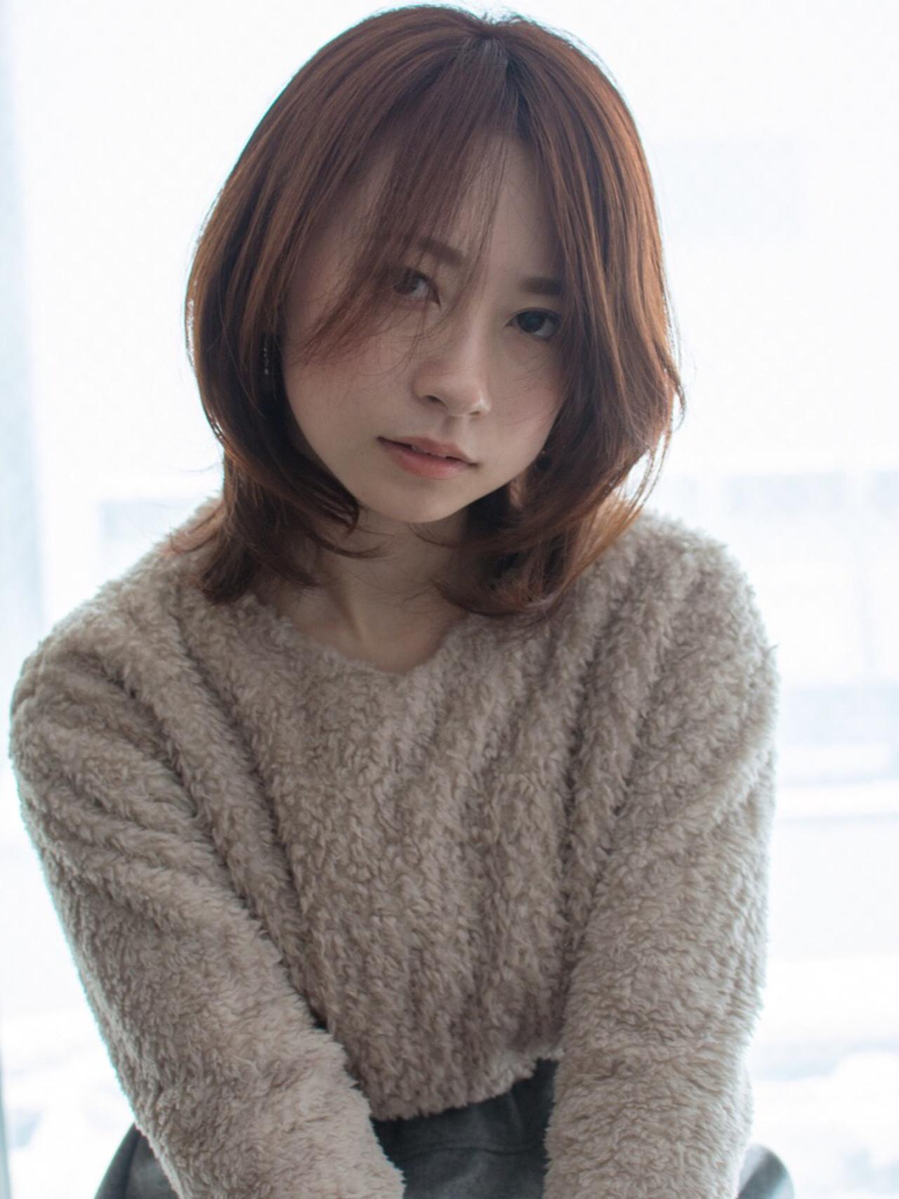 札幌 大通 noine スタイリスト斉藤です。 冬向けの、ミディアムスタイル撮影ー!!  自然とでる「束感」  話題のHUEカラーで、カラーしました。  N. ナチュラルバーム仕上げ   今回も「ピアス」「ボアトップス」「スカート」 作りました。 「ピアス」サロンで販売しています。  ホットペッパークーポンあります☺︎  #女っぽ#ピアス#オークル#カラー #オフィス #ナチュラル #ミディアム #女子会#大人かわいい #セミロング #ブラウン #うざバング #コンテスト #丸顔#ショート#HUEカラー#ヒューグロス#ミディアム#ニット#ボブ#ボア#トップス