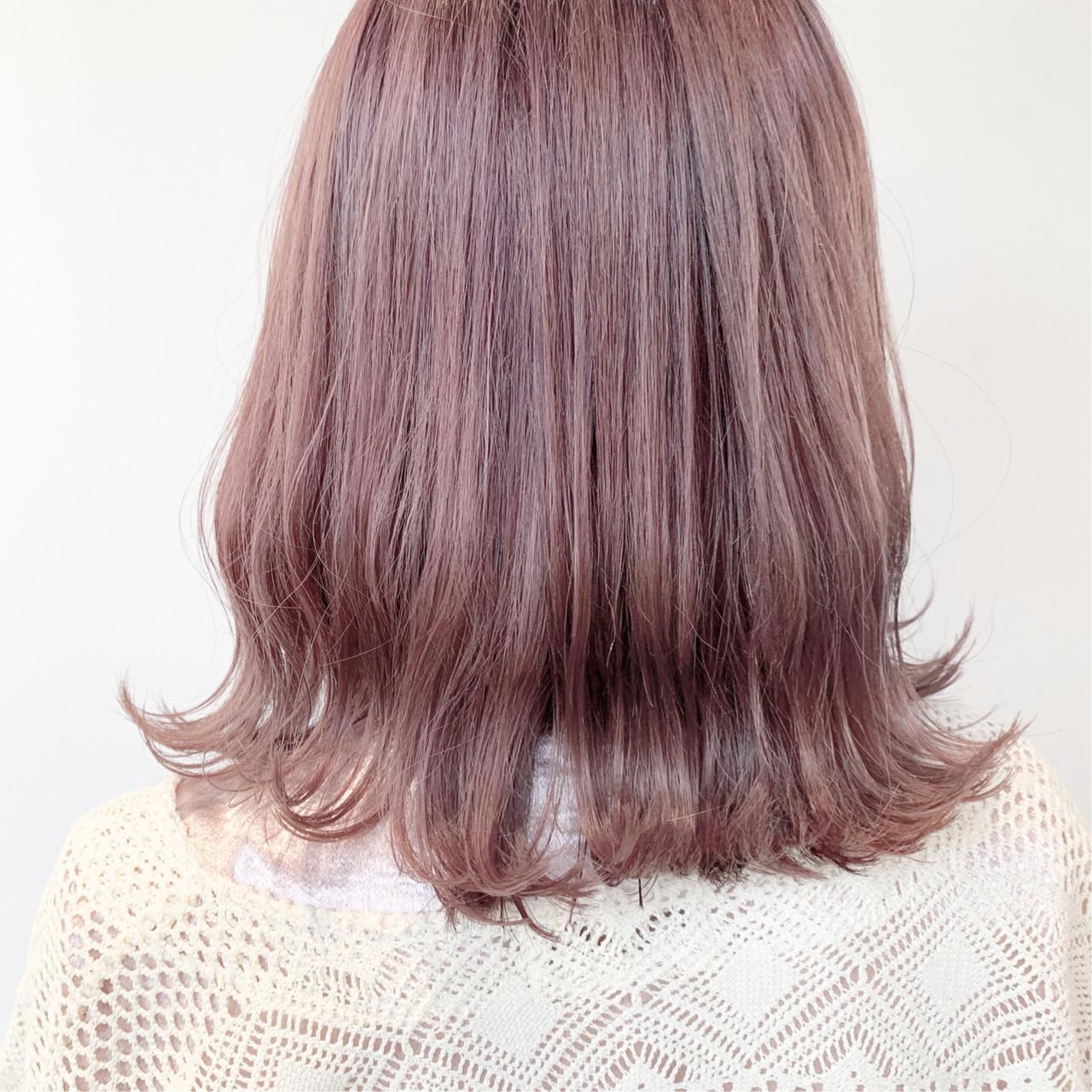 切りっぱなしボブ ツヤ髪 ピンクアッシュ ミディアム ヘアスタイルや髪型の写真・画像