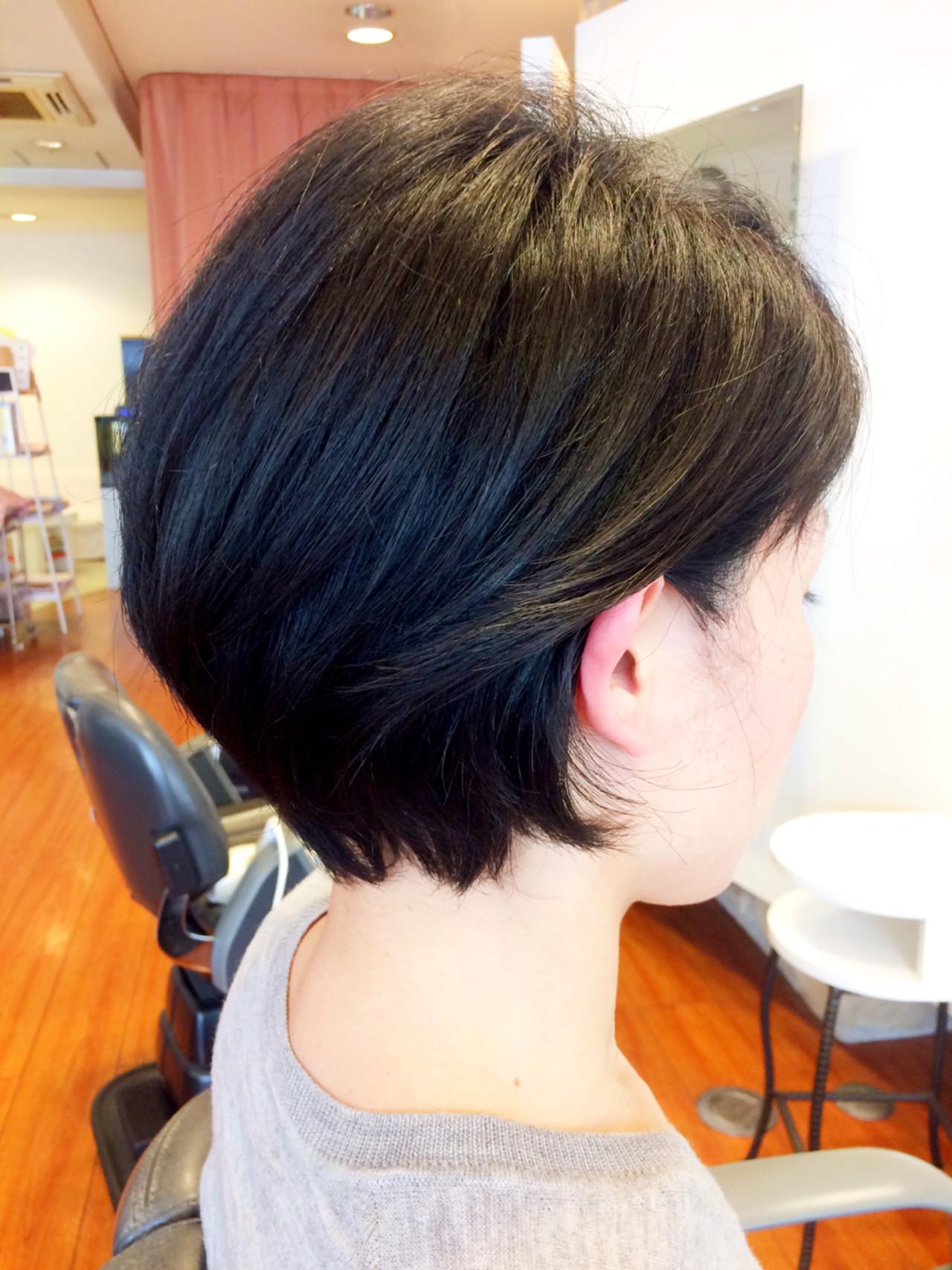 耳かけ 伸ばしかけ ショート ストリート ヘアスタイルや髪型の写真・画像