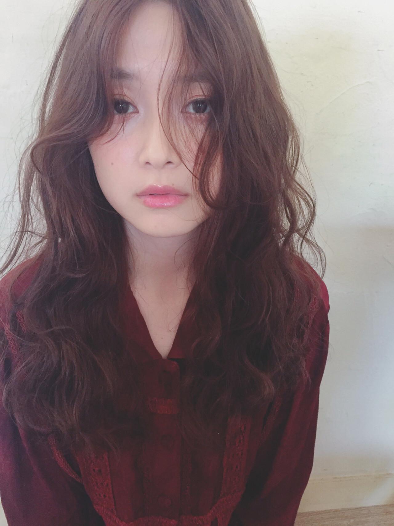女子会 ロング ウェーブ アンニュイ ヘアスタイルや髪型の写真・画像