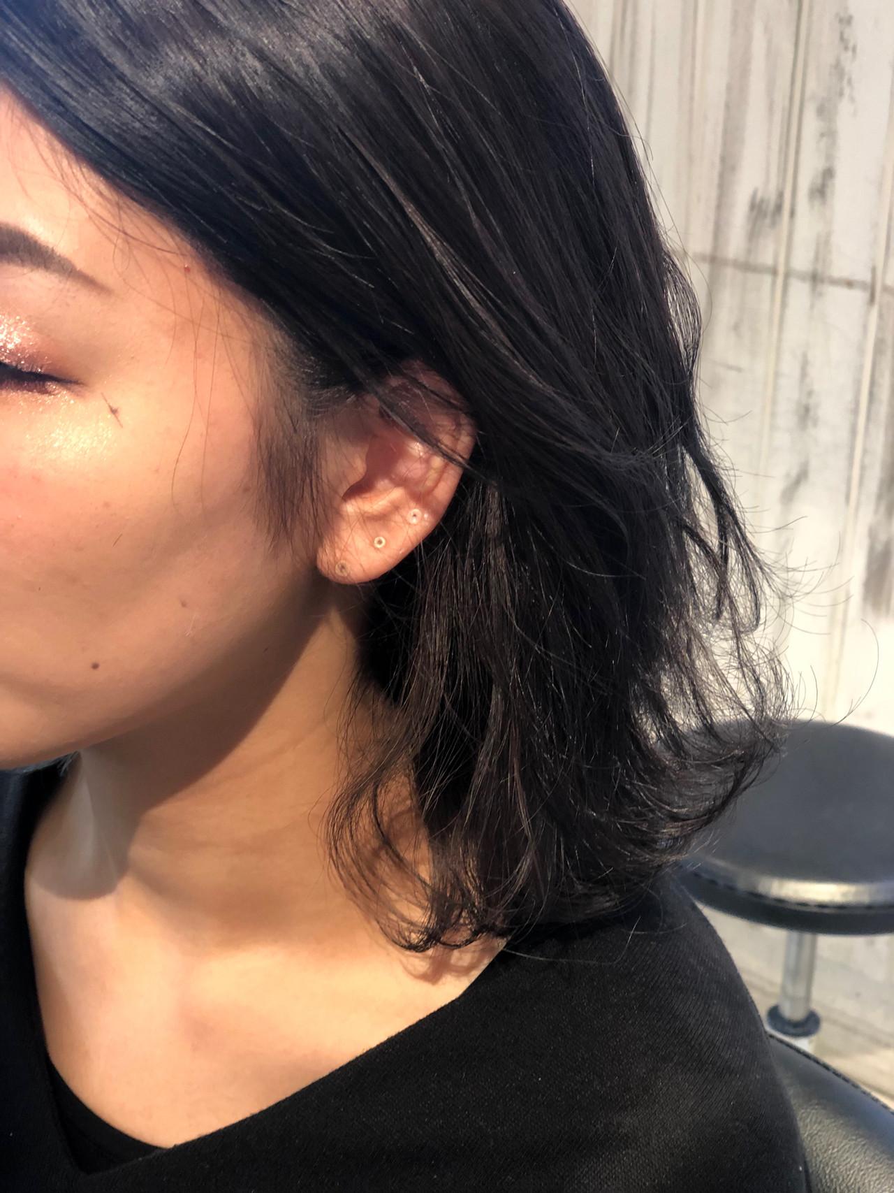 インナーカラーグレージュ 暗髪 ナチュラル インナーカラーグレー ヘアスタイルや髪型の写真・画像