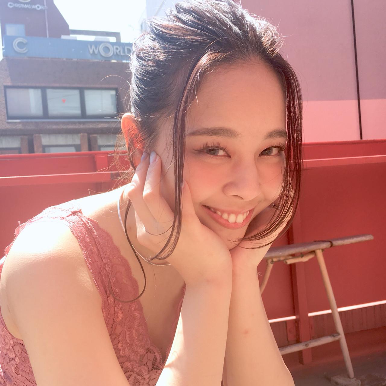 デート ミディアム 前髪あり アウトドア ヘアスタイルや髪型の写真・画像 | 上川美幸 / carlm