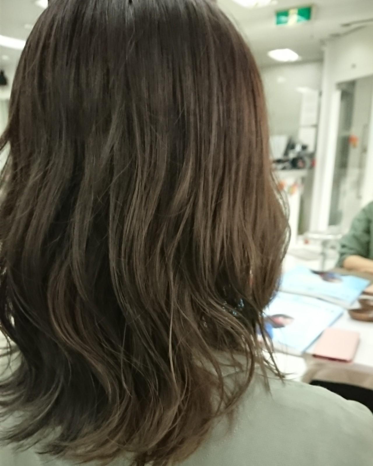 ママヘア ミディアム ナチュラル カーキ ヘアスタイルや髪型の写真・画像