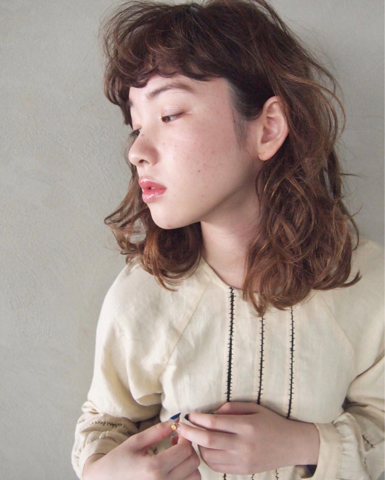 ミディアム 前髪あり ミルクティー ニュアンス ヘアスタイルや髪型の写真・画像 | UEKI/nanuk / nanuk二子玉川