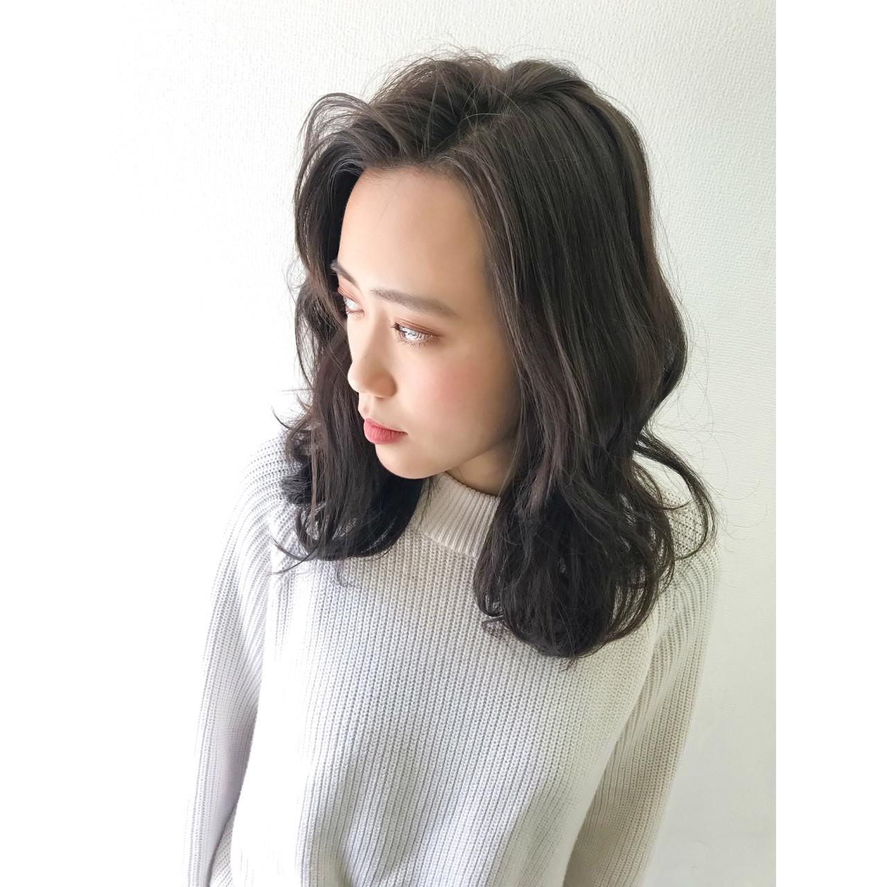 アッシュベージュ アンニュイ ミディアム ハイライト ヘアスタイルや髪型の写真・画像