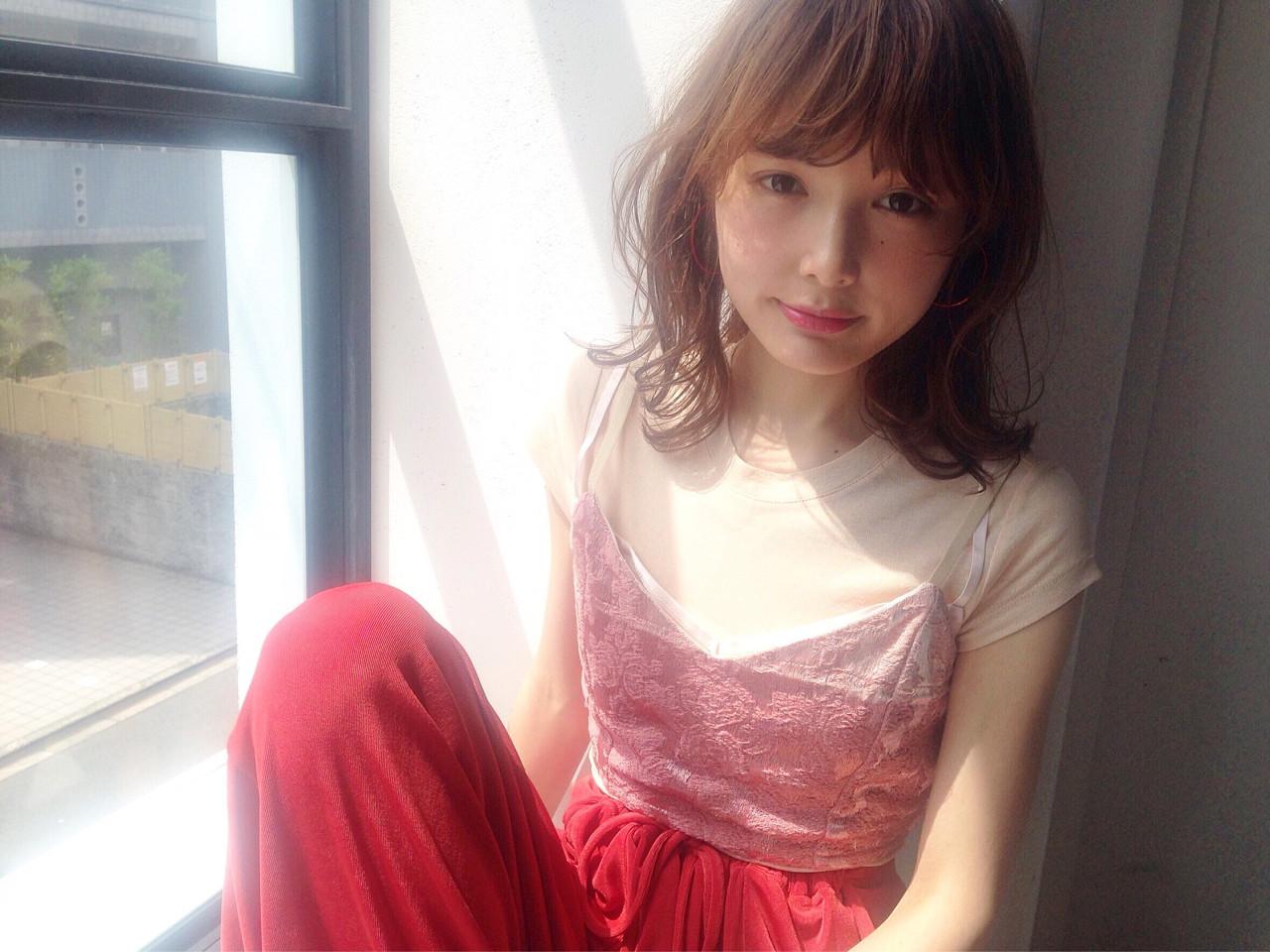 ゆるふわ フェミニン アッシュ 大人かわいい ヘアスタイルや髪型の写真・画像   石川 琴允 /