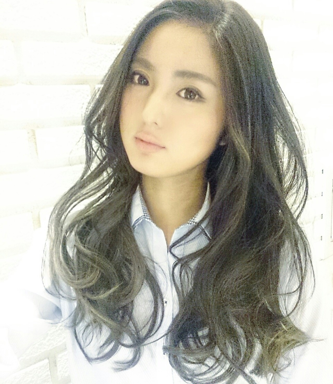 黒髪 グラデーションカラー 外国人風 フェミニン ヘアスタイルや髪型の写真・画像