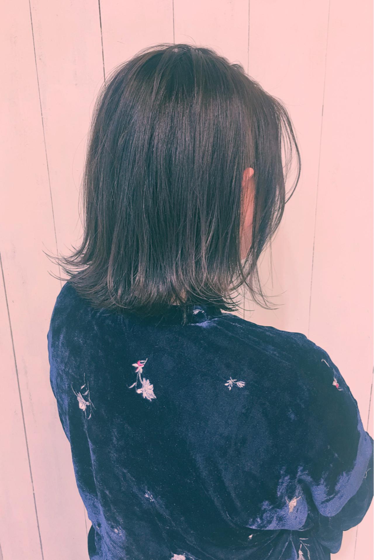 冬 ストリート 暗髪 外ハネ ヘアスタイルや髪型の写真・画像
