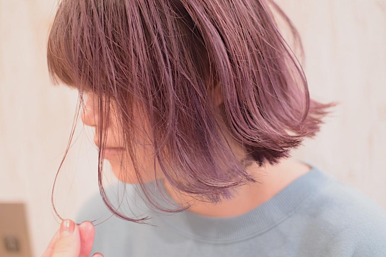 フェミニン 切りっぱなしボブ ピンクラベンダー ミルクティーグレージュ ヘアスタイルや髪型の写真・画像