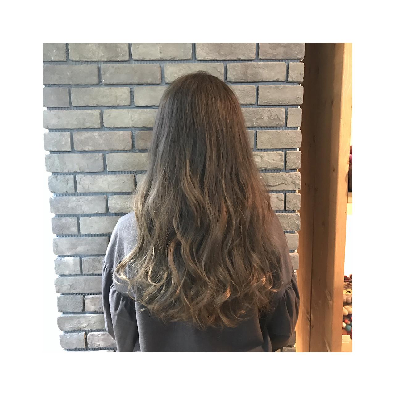 冬 アッシュ ナチュラル ゆるふわ ヘアスタイルや髪型の写真・画像