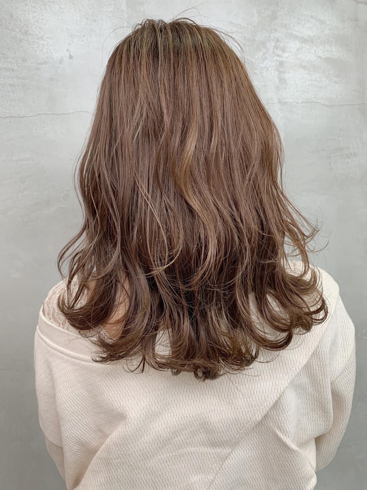 デート セミロング 成人式 ミルクティー ヘアスタイルや髪型の写真・画像 | 阪下 裕紀 / フリーランス /SALOWIN