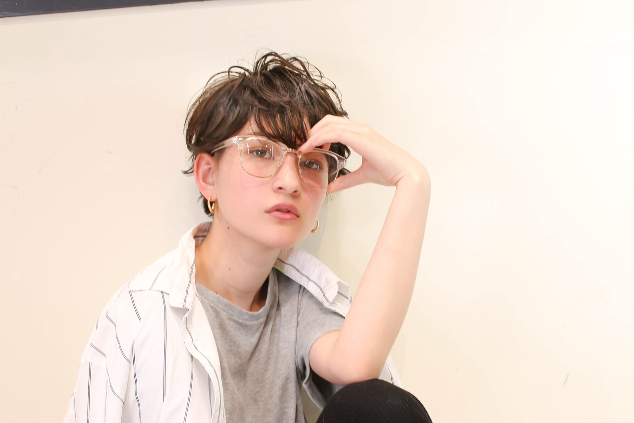 パーマ グレージュ ショート ハイライト ヘアスタイルや髪型の写真・画像