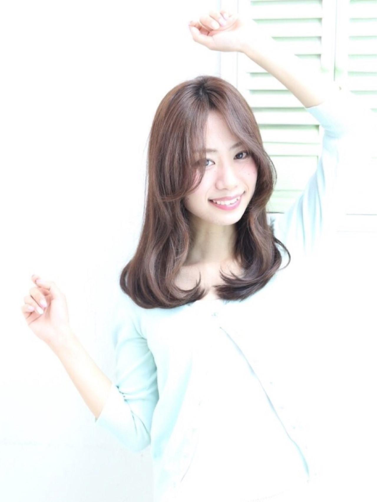 暗髪 ミディアム ストレート ナチュラル ヘアスタイルや髪型の写真・画像 | Mariko /