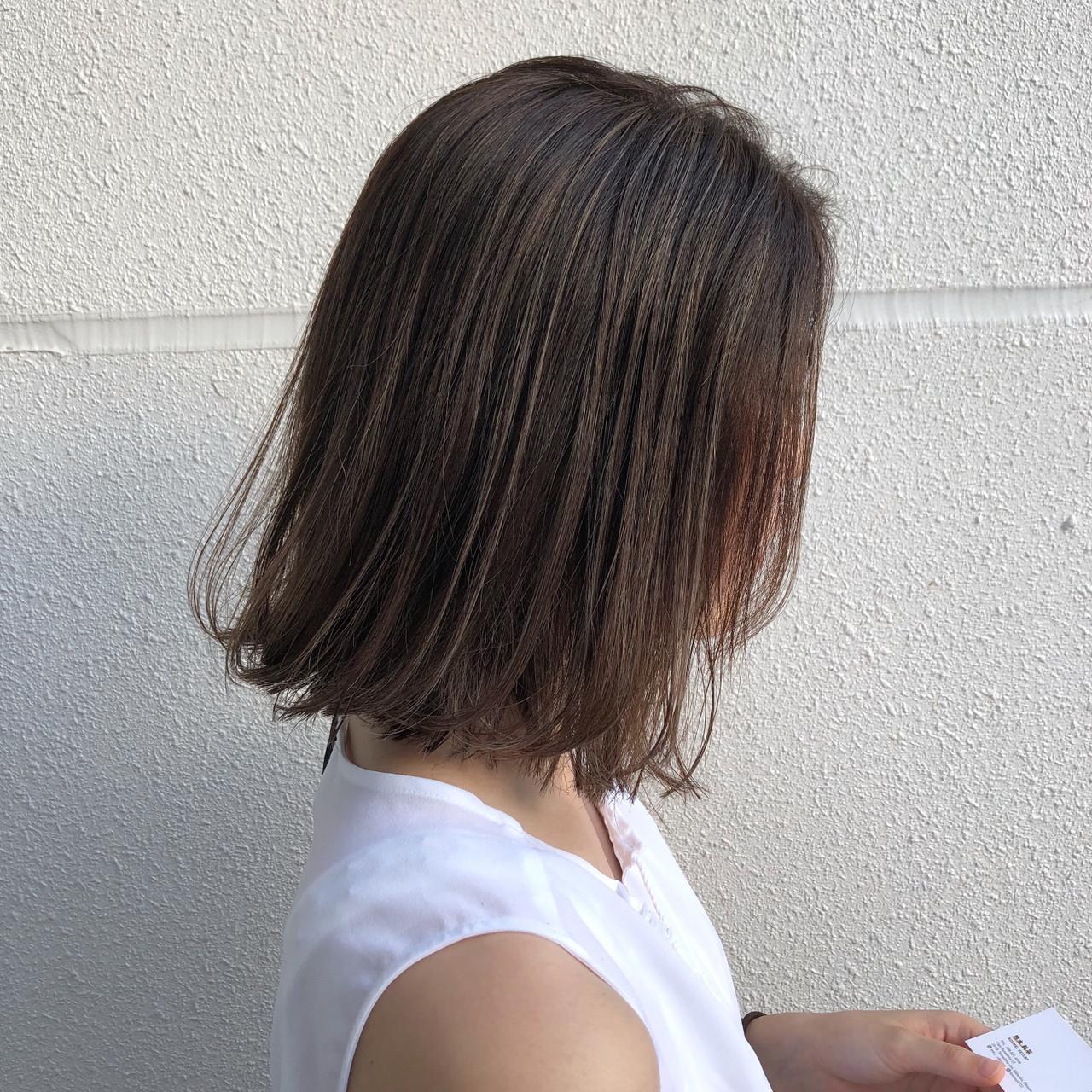 グレージュ ボブ 透明感カラー ハイライト ヘアスタイルや髪型の写真・画像 | 鈴木 航平 / STACY