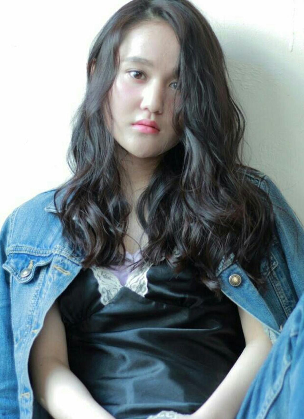 ナチュラル くせ毛風 黒髪 パーマ ヘアスタイルや髪型の写真・画像