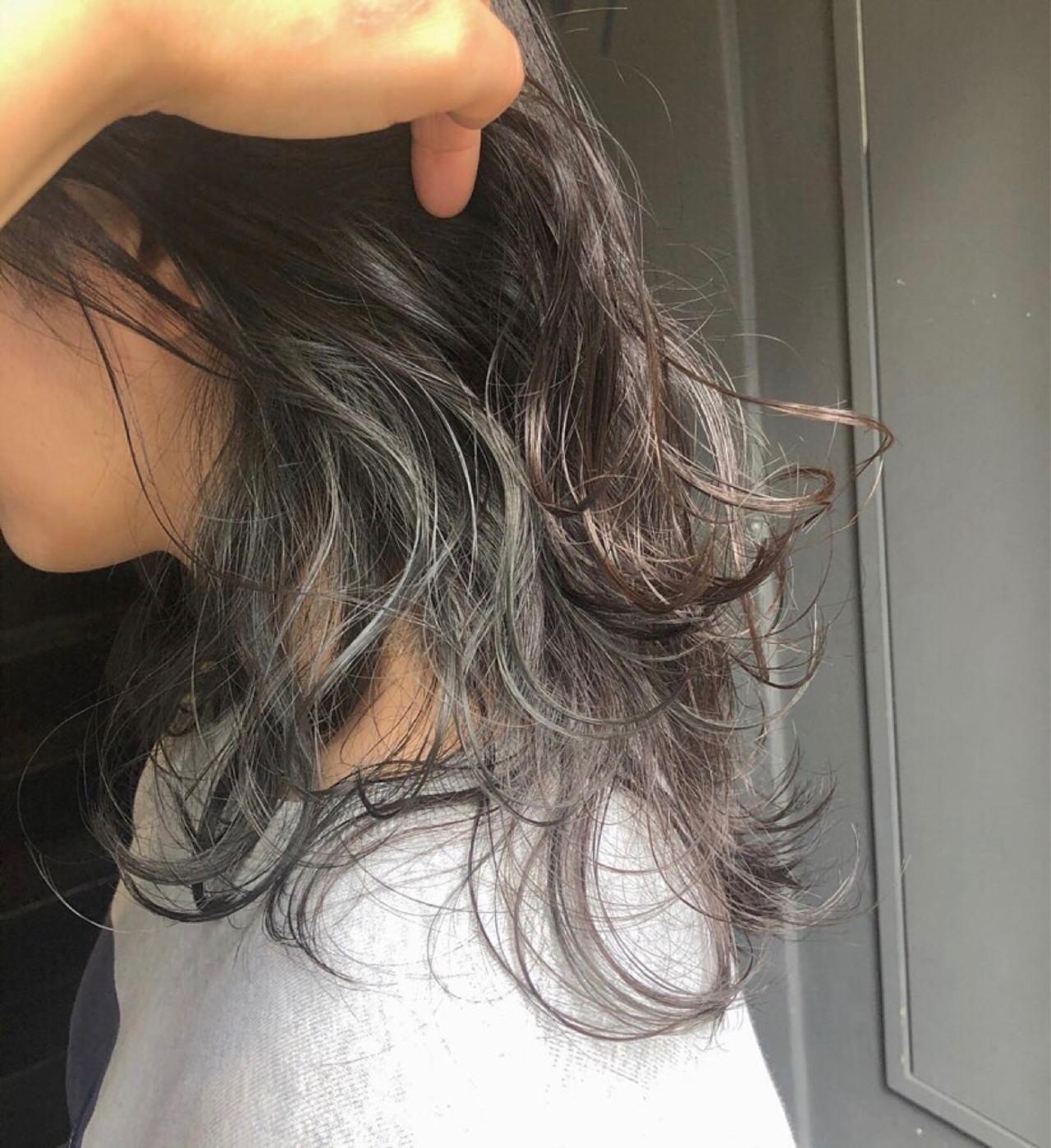 イヤリングカラー ミディアム インナーカラー ナチュラル ヘアスタイルや髪型の写真・画像   岡田 菖 / ensue