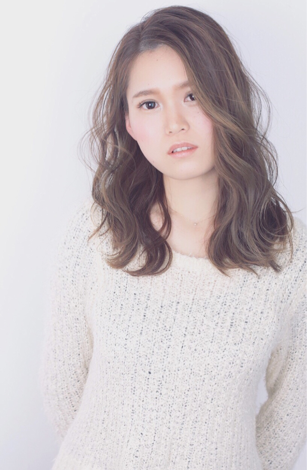 大人女子 小顔 ミルクティー フェミニン ヘアスタイルや髪型の写真・画像