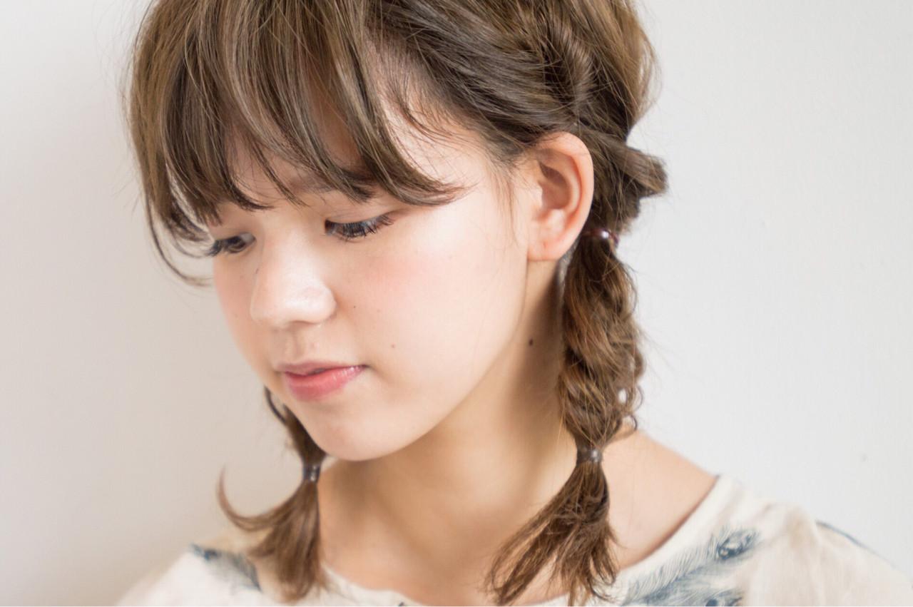 フィッシュボーン 簡単ヘアアレンジ グレージュ ツインテール ヘアスタイルや髪型の写真・画像