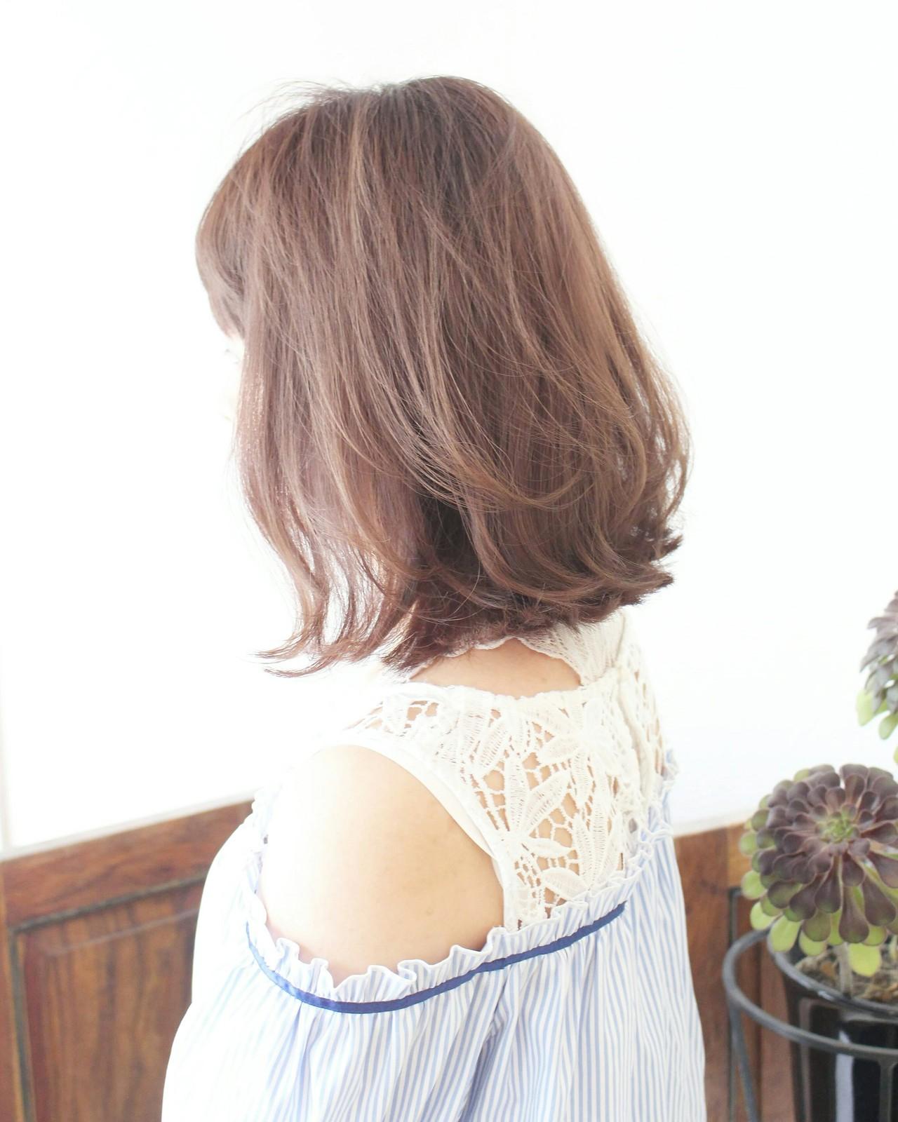 アンニュイほつれヘア インナーカラー ハイトーンカラー ガーリー ヘアスタイルや髪型の写真・画像   Seiichirou Ueda / atelier luretta. Ink blue hair color