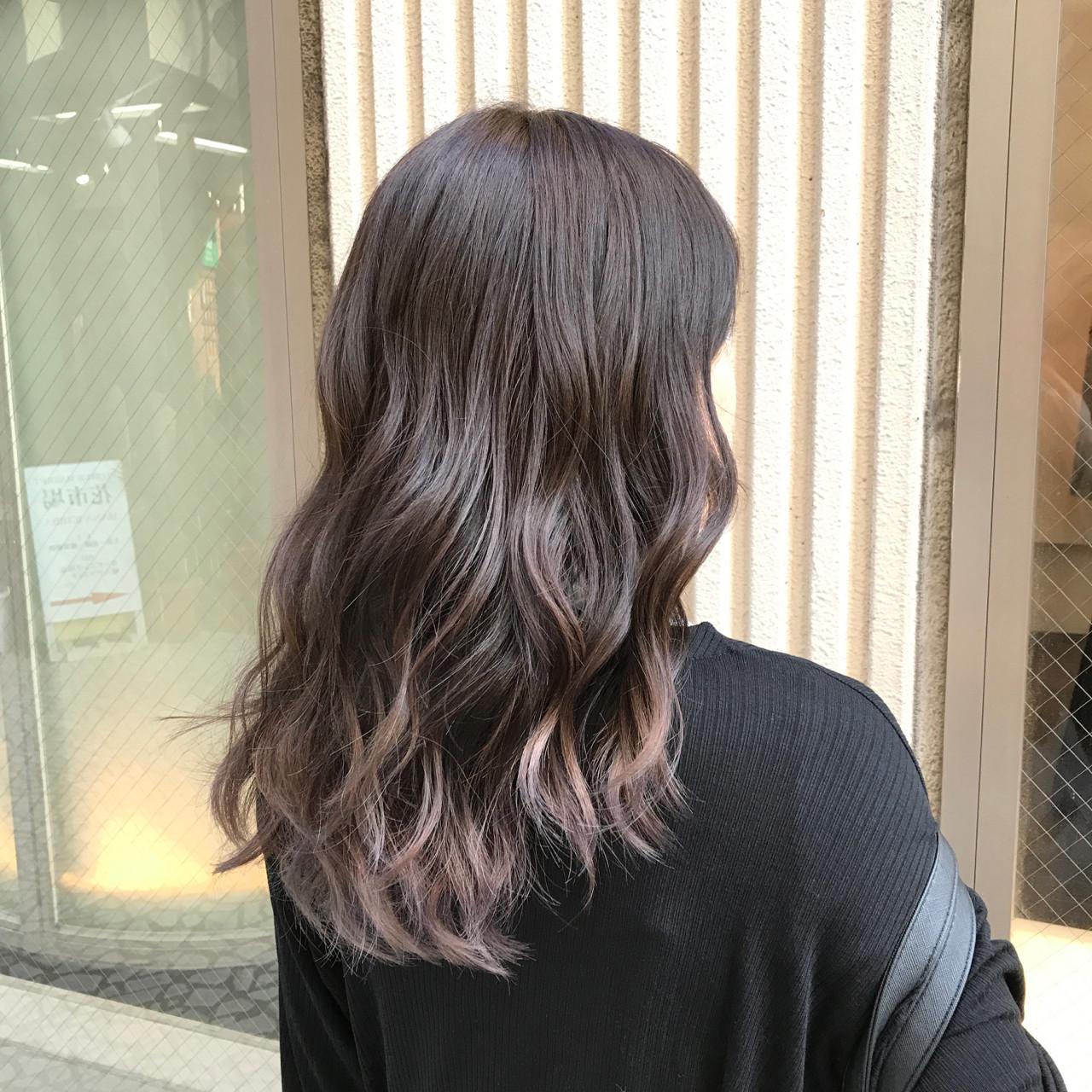 グレージュ 巻き髪 透明感 マット ヘアスタイルや髪型の写真・画像 | 青野拓美 / ISM 南青山店