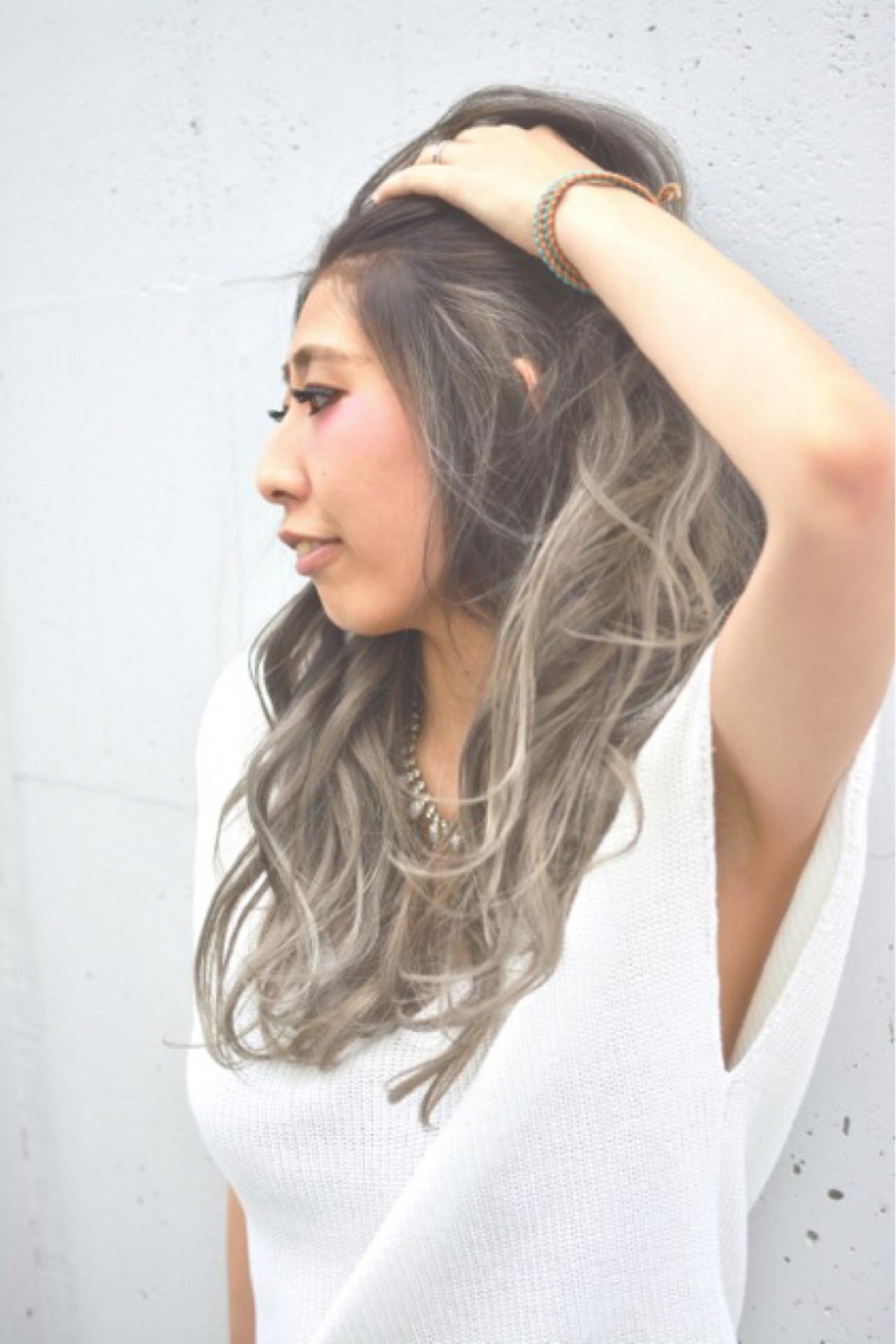グラデーションカラー アッシュ ロング ハイライト ヘアスタイルや髪型の写真・画像   奥山 龍太 / Blackdrop Design
