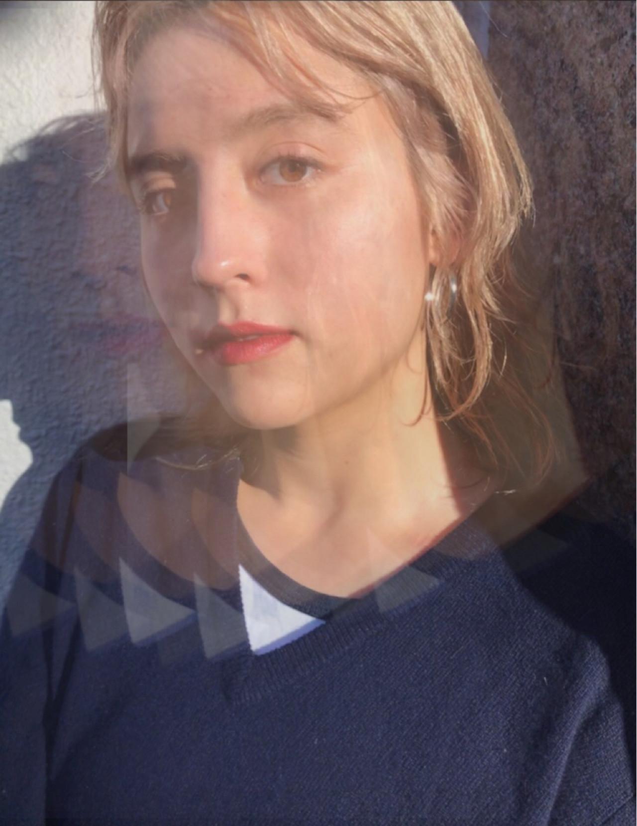 金髪 ブリーチ 透明感 ミディアム ヘアスタイルや髪型の写真・画像