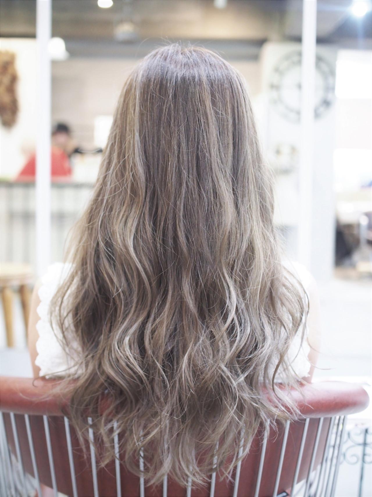 アッシュベージュ ハイライト ナチュラル メッシュ ヘアスタイルや髪型の写真・画像
